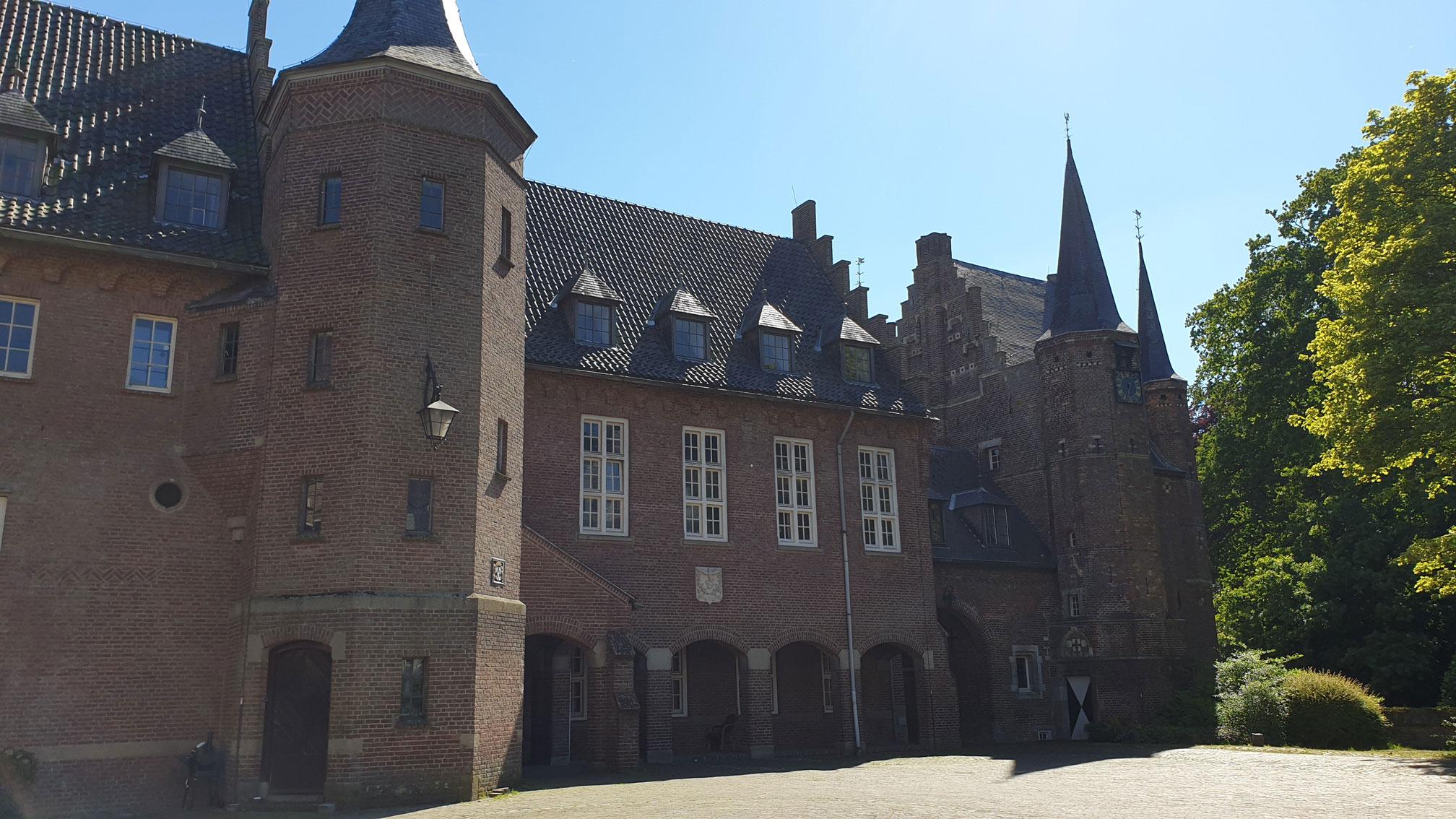 mede-opstellen masterplan, opstellen bestemmingsplannen en ruimtelijke onderbouwingen, uitvoeren onderzoeken kasteel gemert